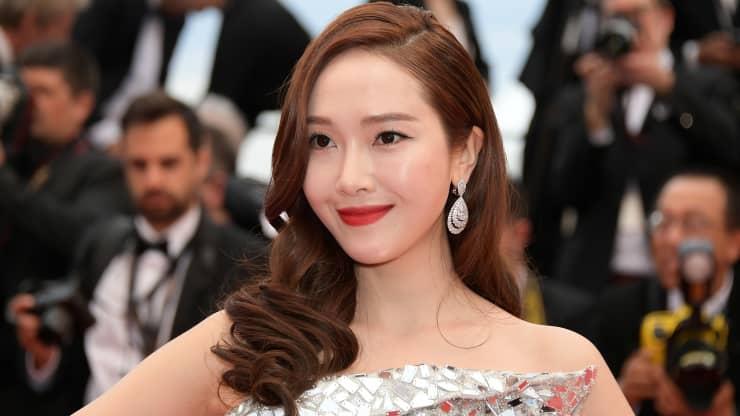"""Ngôi sao nhạc pop Hàn Quốc Jessica Jung tham dự lễ khai mạc và chiếu phim """"The Dead Don't Die"""" trong Liên hoan phim Cannes thường niên lần thứ 72 vào ngày 14 tháng 5 năm 2019 tại Cannes, Pháp."""