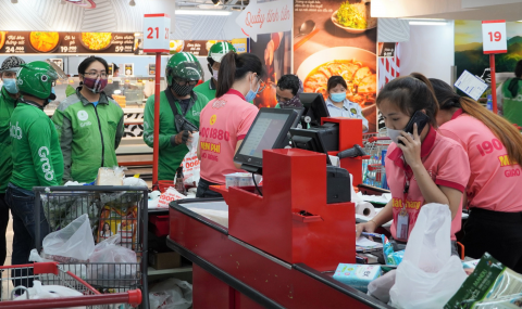 TP.HCM: Bán hàng online quá tải, giao hàng gặp khó