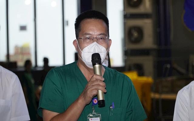 Thay mặt cho tập thể các y, bác sĩ, tình nguyện viên trong và ngoài tỉnh đang công tác tại khu điều trị, Bác sĩ Lê Ngọc Vũ - Giám đốc y khoa Khu điều trị bệnh nhân covid-19 Thới Hoà phát biểu