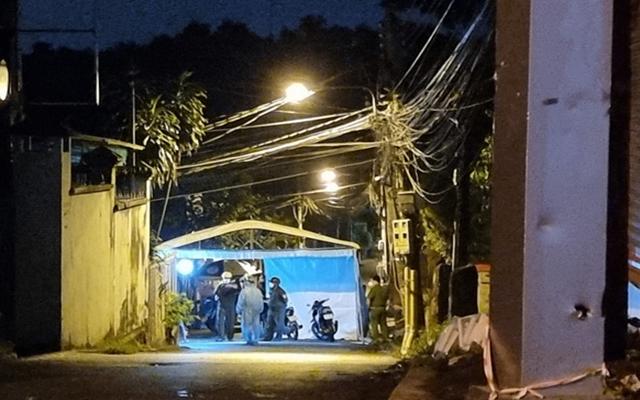Các lực lượng chức năng ở Phường Phú Cường đã lập chốt chặn, phong tỏa kịp thời