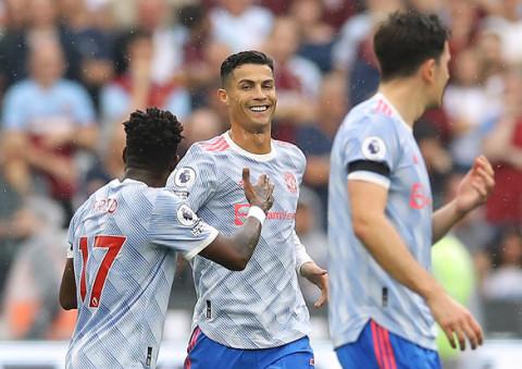 Danh thủ Ronaldo bị lừa lấy mất hơn 7,6 tỉ đồng, bởi một nữ nhân viên du lịch