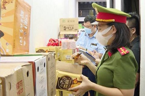 Thanh Hóa: Thu giữ số lượng lớn bánh kẹo không rõ nguồn gốc