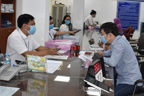 Từ ngày 1-10, người đến giải quyết thủ tục hành chính phải tiêm đủ 2 mũi vắc xin