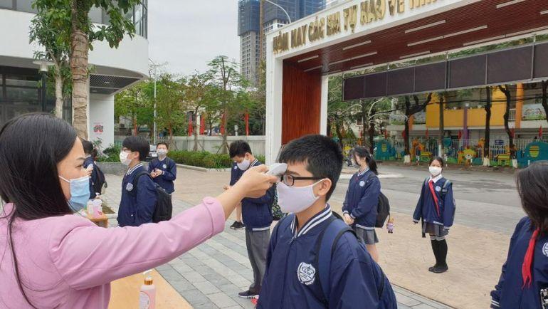Hà Nội xem xét cho học sinh trở lại trường vào tháng 11