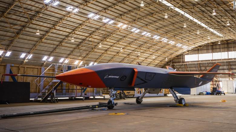 Ngày 21 tháng 9 năm 2021, máy bay không người lái Boeing Loyal Wingman được thử nghiệm đầu tiên ở Úc. Boeing có kế hoạch chế tạo máy bay không người lái tại nhà máy lắp ráp đầu tiên được xây dựng ở Úc.