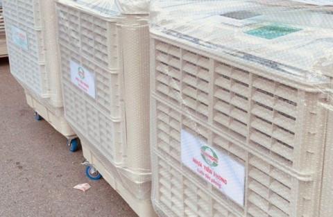 Công ty CP Nhựa Thiếu niên Tiền Phong trao tặng máy lọc không khí cùng nhiều vật tư y tế cho Bệnh viện Bạch Mai