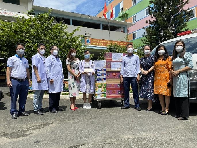 Chia sẻ yêu trương cùng bệnh nhi và lực lượng tuyến đầu chống dịch tại Bệnh viện Nhi đồng 1