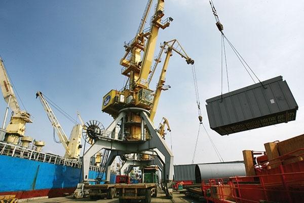 Nghị định số 142/2017/NĐ-CP, Chính phủ quy định các mức phạt đối với hành vi vi phạm quy định về công khai thông tin về giá, phụ thu ngoài giá dịch vụ vận chuyển hàng hóa Công-te-nơ bằng đường biển, giá dịch vụ tại cảng biển..