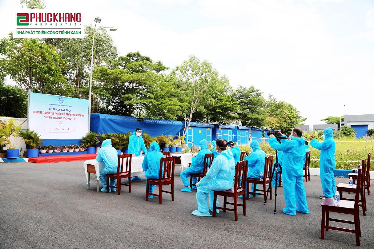 Toàn cảnh Lễ trao túi thuốc cho Đại diện một số Hiệp hội DN trên địa bàn TP.HCM