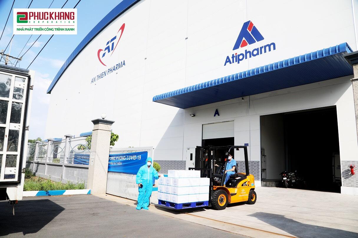 Vận chuyển túi thuốc từ nhà máy
