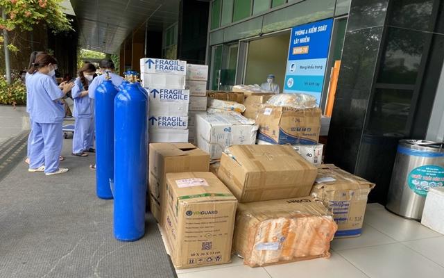Các nhu yếu phẩm là sữa, bình oxy, khẩu trang N95 đã được vận chuyển tới Bệnh viện Dã chiến Hồi Sức Cấp Cứu Tỉnh Bình Dương