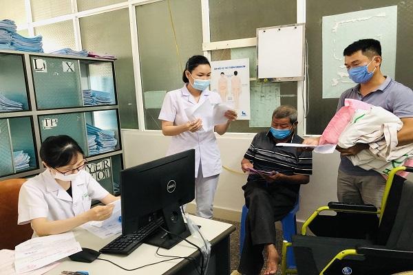 Bệnh nhân Lê Tài Dũng, hơn 60 tuổi, phường Quảng Hưng, TP Thanh Hóa, cho biết,