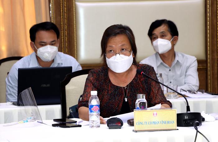 Bà Trương Thị Lệ Khanh – Chủ tịch HĐQT Công ty CP Vĩnh Hoàn đề nghị cấp thẻ xanh cho công đoàn thu hoạch cá và thẻ xanh cho công nhân liên tỉnh, đơn giản hóa thủ tục cấp chứng nhận di chuyển; có đầu mối giải quyết, hướng dẫn doanh nghiệp.