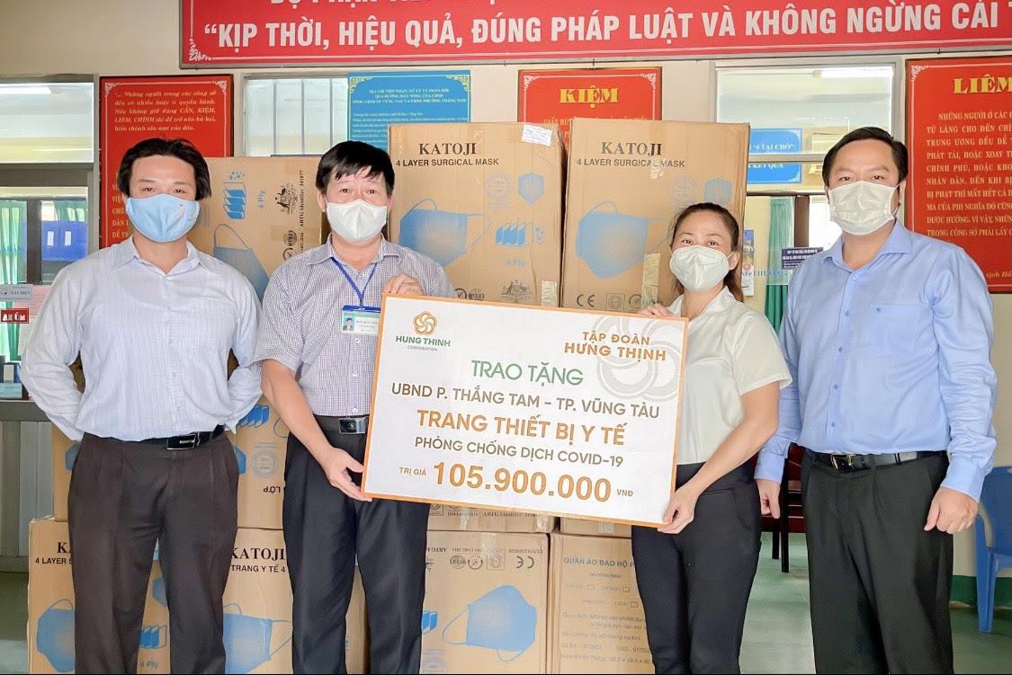 Đại diện Tập đoàn Hưng Thịnh trao tặng trang thiết bị y tế và gói an sinh hơn 1 tỷ đồng cho Thành ủy TP.Bà Rịa, tỉnh Bà Rịa – Vũng Tàu.