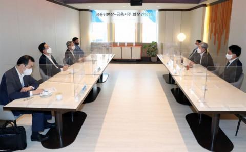 Hàn Quốc: Quy định khắt khe buộc các ngân hàng phải ra nước ngoài