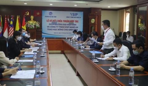 Trường Đại học Vinh và Công ty TNHH VSIP Nghệ An tổ chức Lễ ký kết thỏa thuận hợp tác đào tạo, cung ứng nguồn lao động