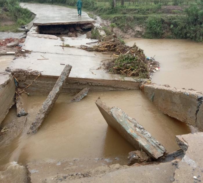 Tràn Xẻ thuộc xã Yên Lãng, huyện Thanh Sơn (Phú Thọ) bị sập khiến người dân không đi lại được