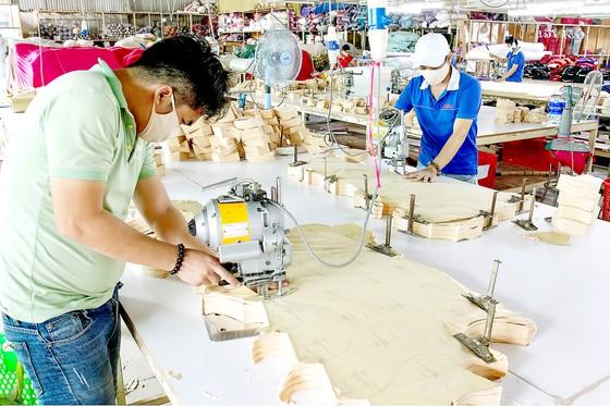 Công ty Dệt may Nguyên Dung, quận 12, chuẩn bị cho công nhân đi làm trở lại khi tiêm đủ 2 mũi vaccine