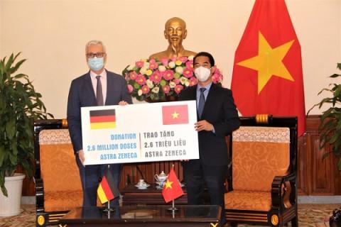 2,6 triệu liều Astra Zeneca do Đức viện trợ đã về tới TP.HCM