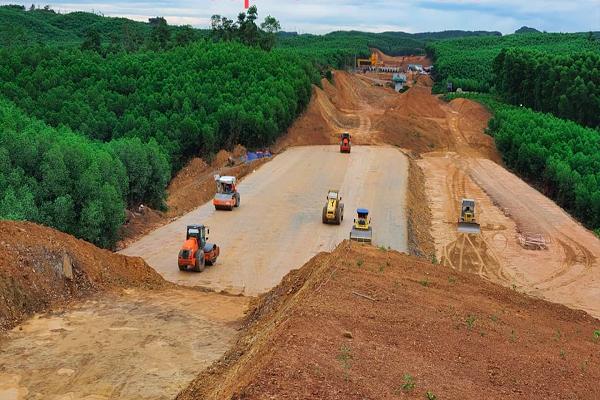 Thanh Hóa: Tháo gỡ khó khăn cho các nhà thầu thi công cao tốc Bắc Nam