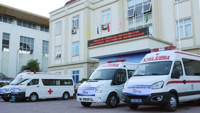 Doanh nghiệp tài trợ cho Hà Tĩnh 04 xe cứu thương phục vụ phòng, chống dịch Covid-19