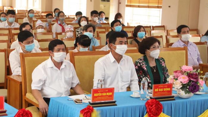 Phó Chủ tịch UBND tỉnh Phú Thọ- Hồ Đại Dũng cùng các đại biểu dự lễ khai mạc