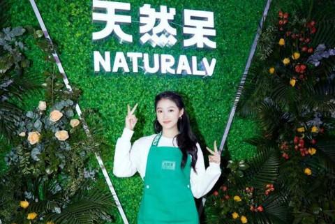 Khám phá chiến thuật kinh doanh trà sữa của sao Hoa ngữ