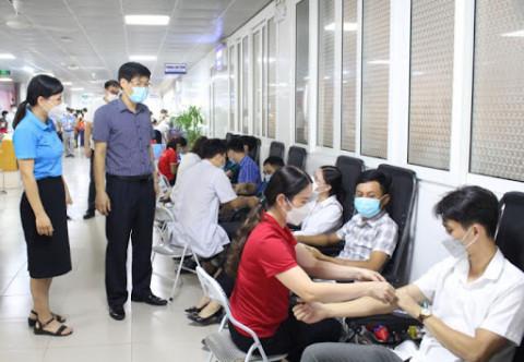 """Phú Thọ: Tiếp nhận 372 đơn vị máu tại chương trình hiến máu """"Giọt hồng đất Tổ"""" năm 2021"""