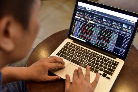 Chứng khoán ngày 11-10: Nhà đầu tư lỡ nhịp phải chịu mua giá cao