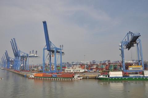 Xuất nhập khẩu khởi sắc, cả nước xuất siêu 360 triệu USD