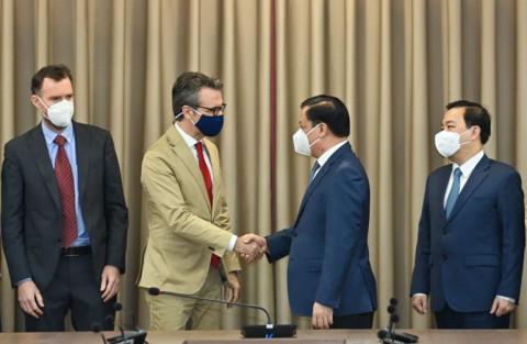 Bí thư Thành ủy Hà Nội tiếp Đại sứ Liên minh châu Âu (EU)