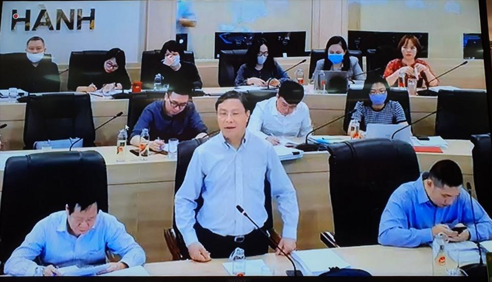 Điểm cầu trực tuyến tại Bộ Kế hoạch Đầu tư nêu những giải pháp để Dự án Nhà máy Nhiệt điện khí LNG Bạc Liêu sớm hoàn thành giai đoạn chuẩn bị đầu tư. Ảnh: Nhật Hồ