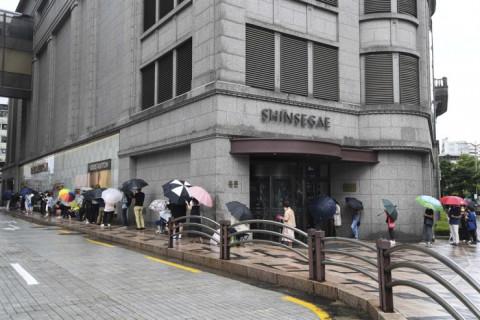 """Những """"gã khổng lồ"""" bán lẻ Hàn Quốc tái cơ cấu để đáp ứng với xu hướng mua sắm"""