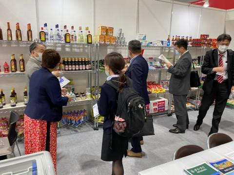 Gian hàng Việt Nam thu hút sự quan tâm lớn tai hội chợ Fabex Kansai