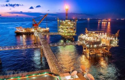 Giá dầu biến động ngược hoàn toàn 2020 và những tác động tới Việt Nam