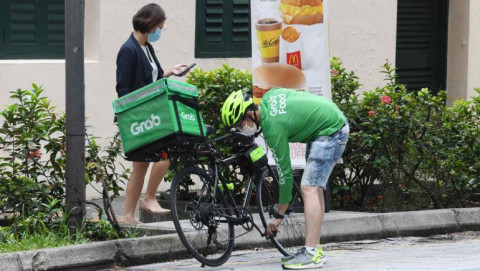 Grab đẩy mạnh dịch vụ giao hàng và thực phẩm khi mảng gọi xe chậm lại