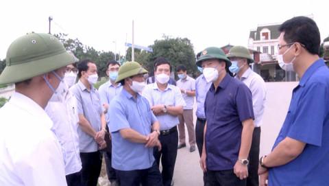 Chủ tịch UBND tỉnh Phú Thọ kiểm tra hiện trạng cắm biển báo giao thông tại các tuyến tỉnh lộ thuộc huyện Tam Nông và Thanh Thủy