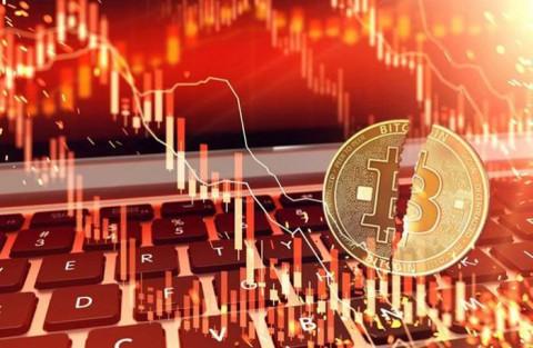 Giá Bitcoin 'lao dốc' sau khi đạt đỉnh, về mức 62.000 USD