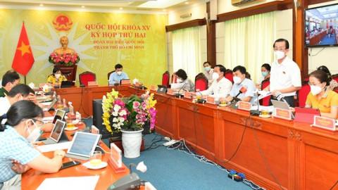 Đoàn đại biểu Quốc hội TPHCM tham gia thảo luận ở tổ về dự án Luật Kinh doanh bảo hiểm (sửa đổi)