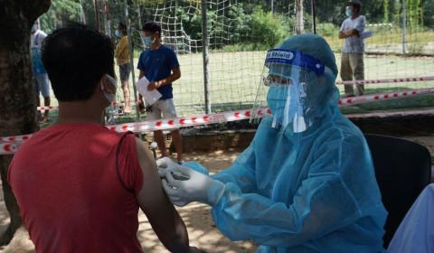 TP.HCM: Tiêm vắc xin Covid-19 cho người dân các tỉnh quay trở lại TP làm việc